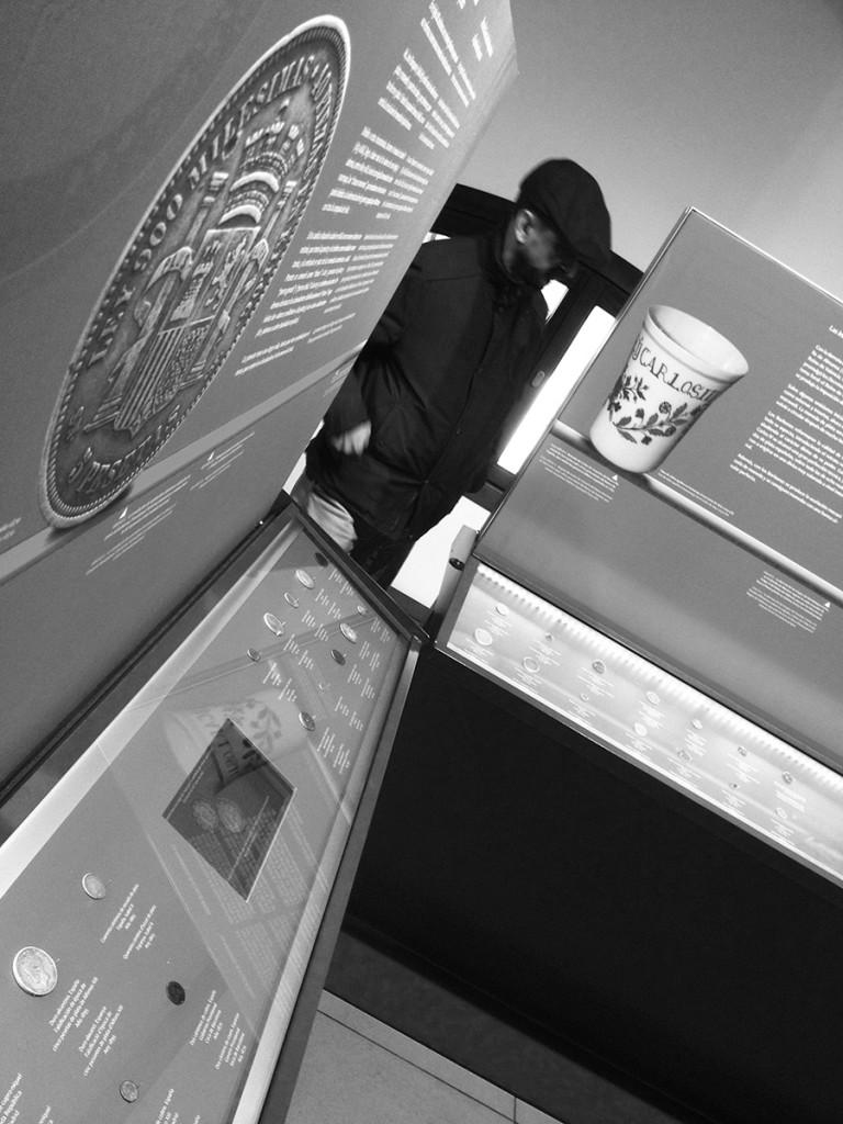 Vitrinas de la exposición Monedas