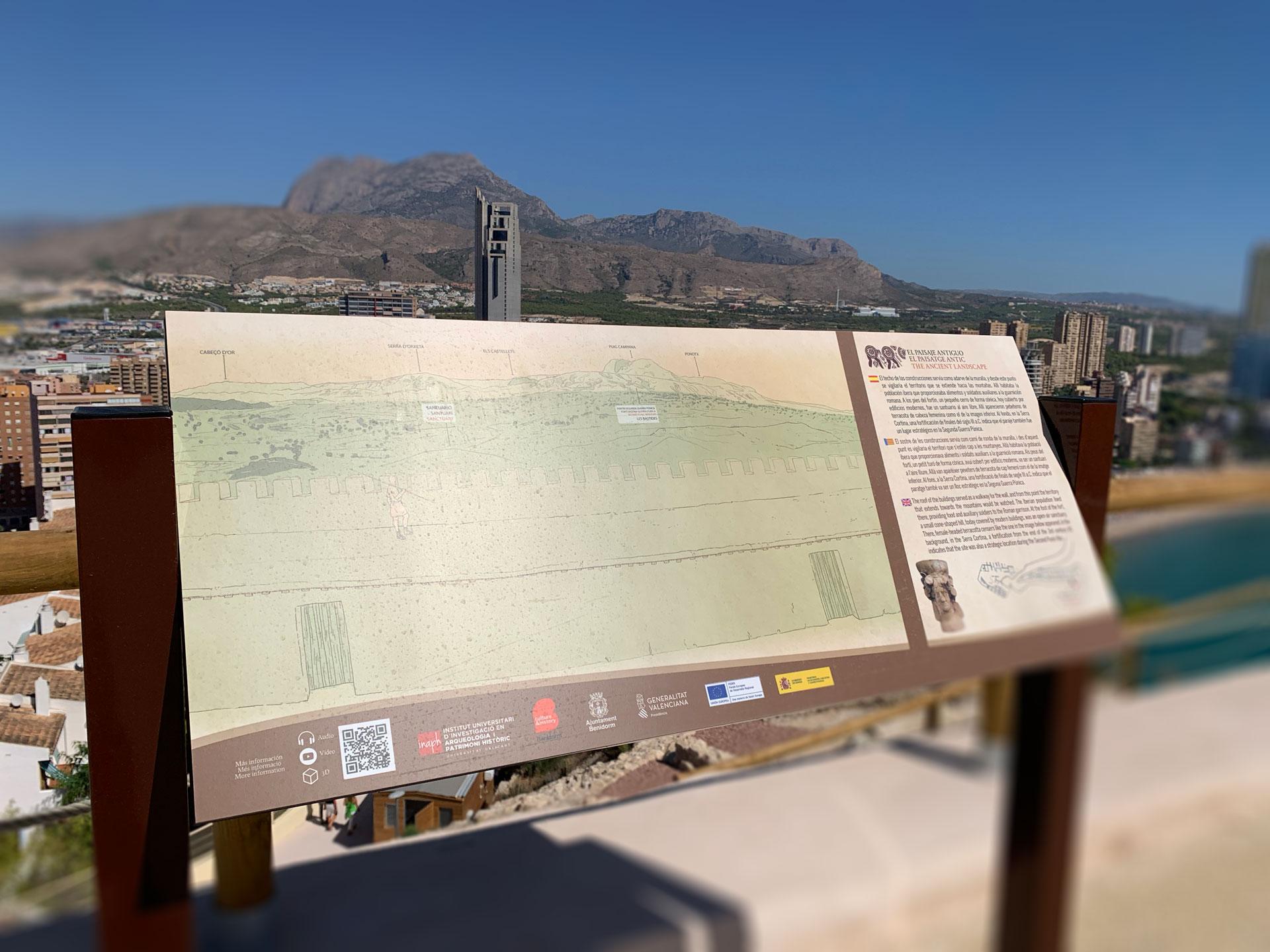 Panel interpretativo de paisaje en el Tossal de la Cala
